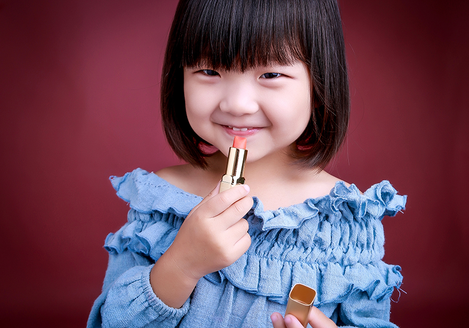 化妆小女孩(4)_儿童摄影_黑光图库_黑光网图片