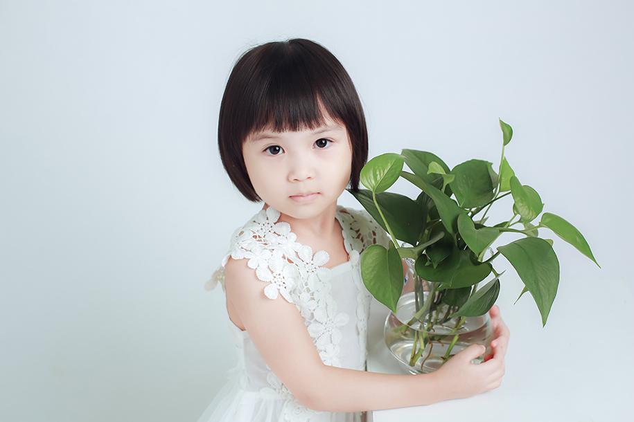 安静女孩(10)_儿童摄影_黑光图库_黑光网