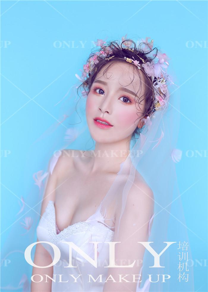 唯美韩式鲜花新娘造型图片
