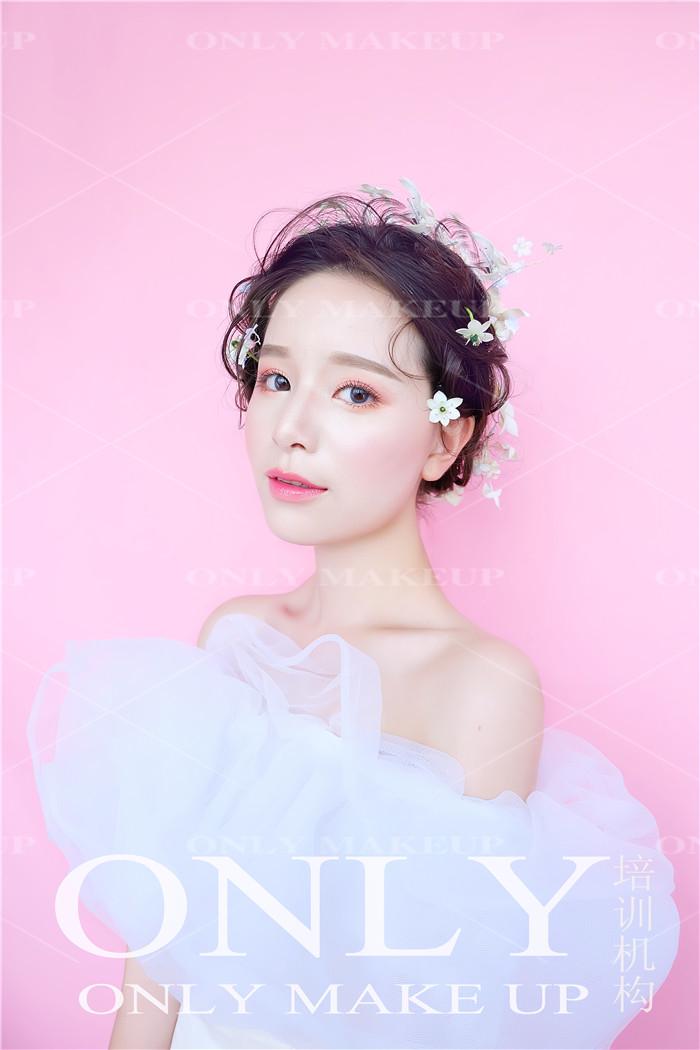 唯美韩式鲜花新娘造型