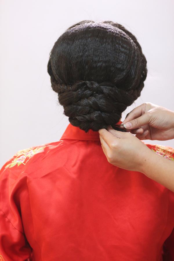 中式新娘编发教程 打造古典而高贵的情态(3)图片