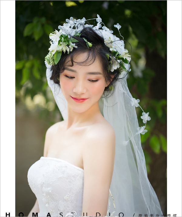 松散田园编发新娘造型 变身绝美花仙子图片