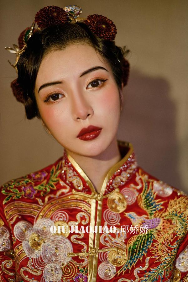 红妆出嫁 精致而秀美的东方中式新娘造型图片