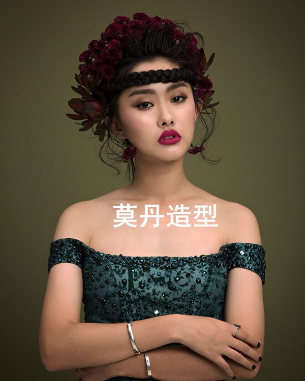 巧妙运用鲜花头饰 打造唯美新娘造型