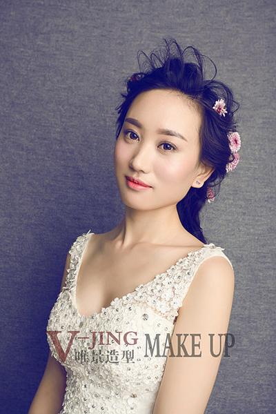 韩式鲜花造型 尽显新娘优雅气质_妆面赏析_影楼化妆