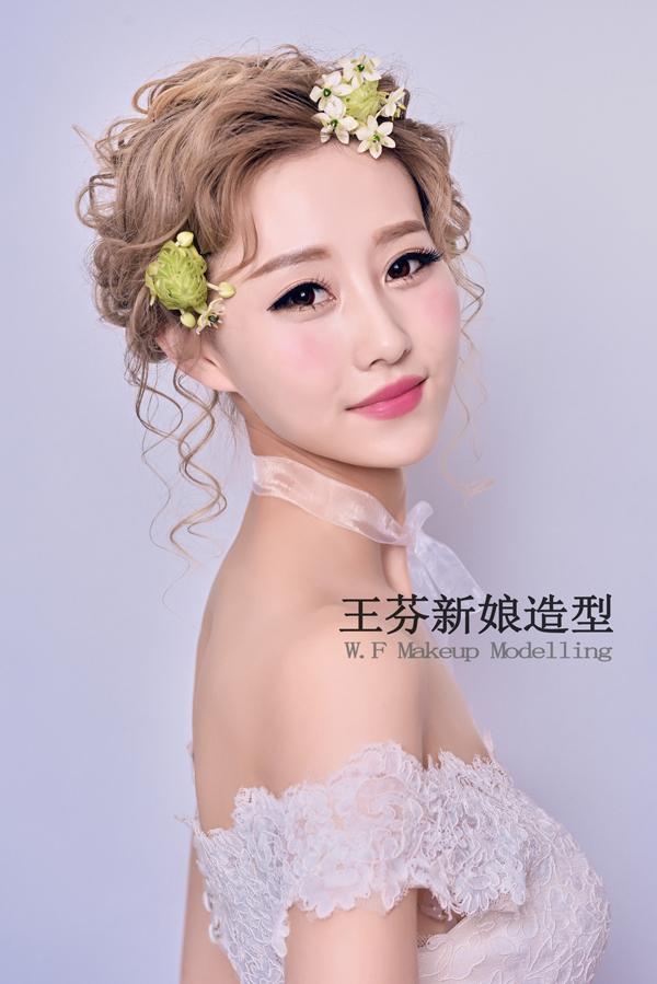 以鲜花为主题的新娘头饰造型简洁大方_妆面赏析_影楼图片