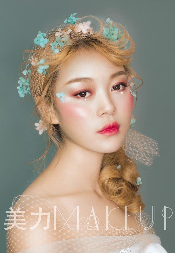 新娘头饰制作视频_用永生花和网纱做头饰 更加彰显新娘的柔美和灵动