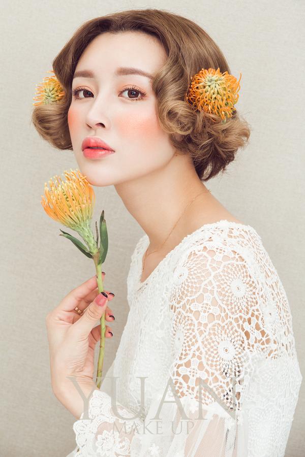 巧妙运用鲜花头饰 打造唯美新娘造型(2)_妆面赏析__网图片