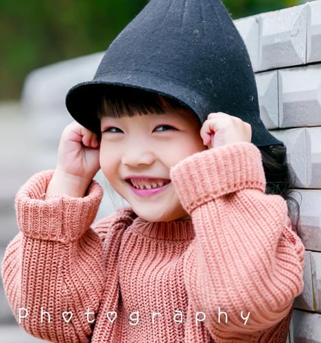 小男孩_儿童摄影_黑光图库