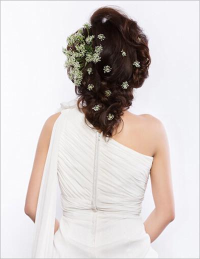 中长发新娘发型步骤 展现成熟熟女风
