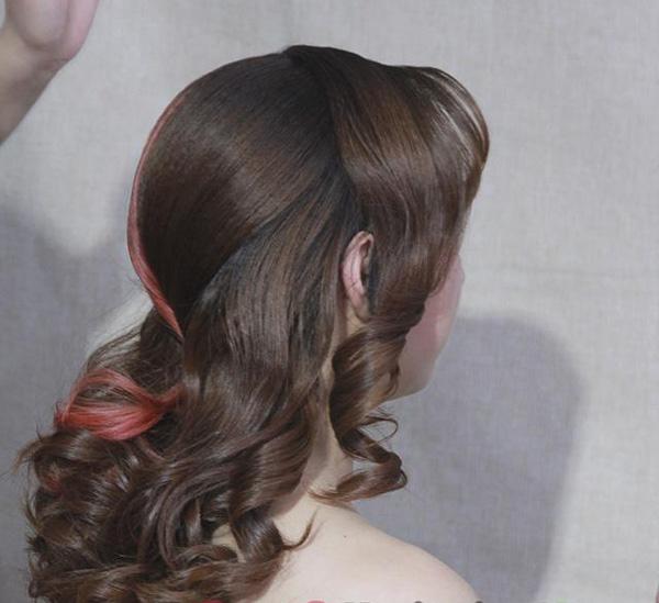 韩式新娘发片叠加斜刘海式编发教程 打造时尚气质新娘
