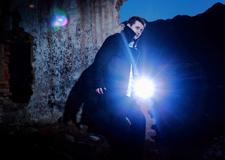 摄影技巧布光篇 如何巧用人造逆光源拍出创意人像