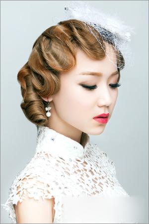 经典手推波纹复古新娘发型步骤教程
