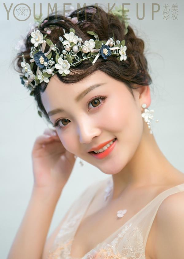 独特唯美的新娘花环头饰装扮 让你与众不同