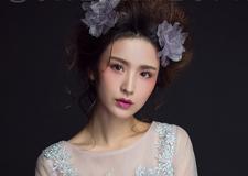时尚精致新娘妆结合花朵 展现唯美少女风