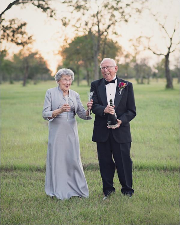 现年90岁的Ferris与比自己小一岁的Margaret Romaire在1946年结婚,不过由于婚礼过程简单,且到场嘉宾手中都没有相机,两位新人当时并没有拍摄自己的婚纱照。接下来是学习啦网小编搜集整理的一些Lara Carter老夫妻艳美婚纱照摄影作品的内容,希望对你在摄影道路上有帮助。