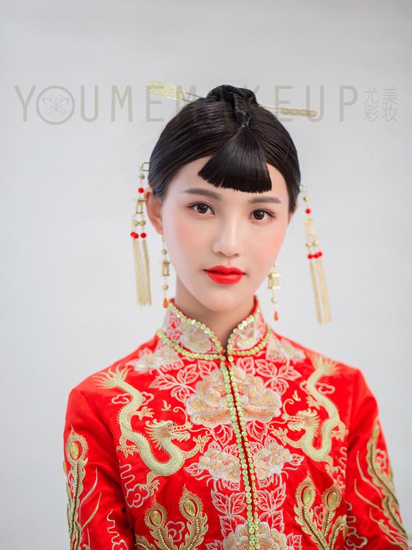 玲珑别致的中式新娘头饰 复古韵味十足图片