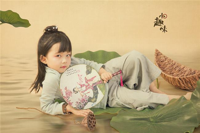 国风工笔画儿童摄影作品:小趣味