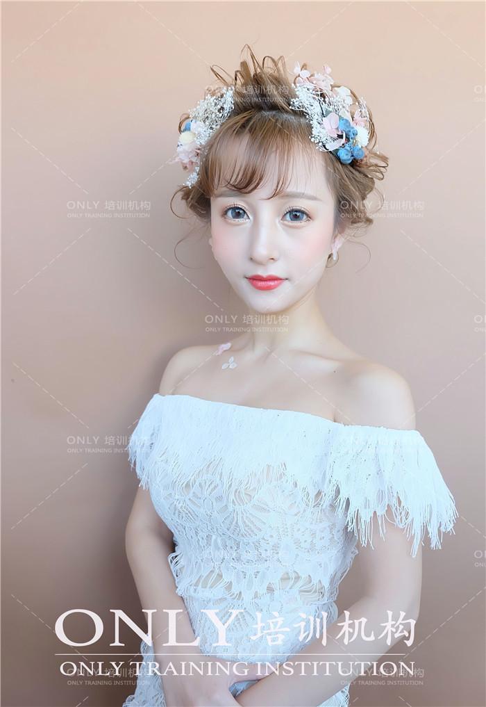 唯美鲜花新娘造型