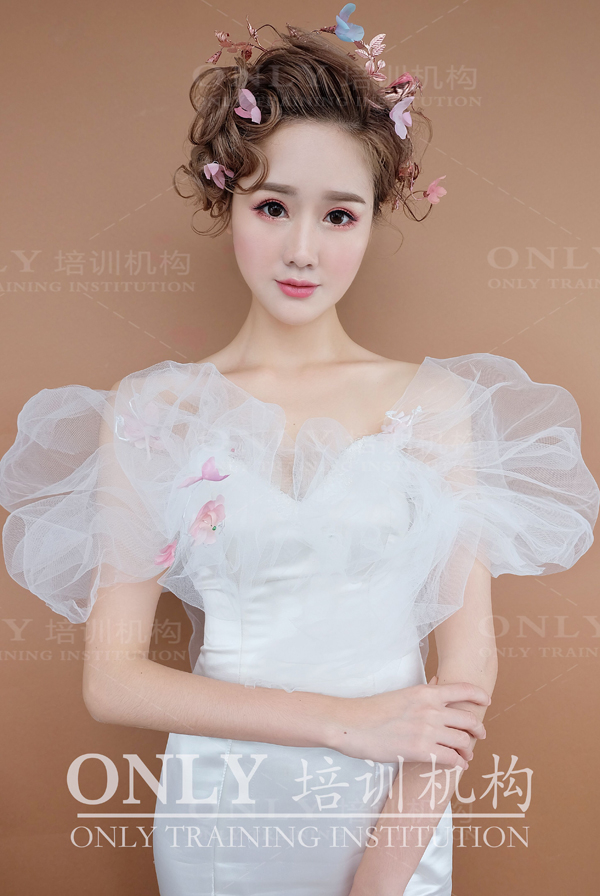 新娘造型欣赏 短发新娘完美驾驭百变造型