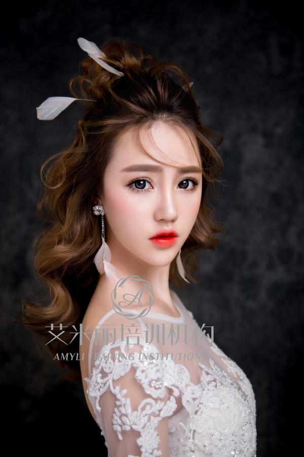 唯美浪漫新娘发型 简约时尚又大气_妆面赏析_影楼化妆