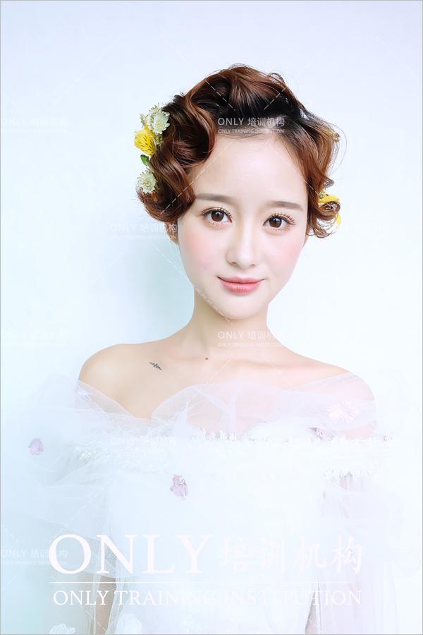 小清新韩式新娘发型 展现清纯可爱的美