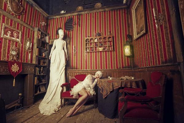 Karen Jerzyk以废墟为背景拍摄黑暗风奇幻人像作品