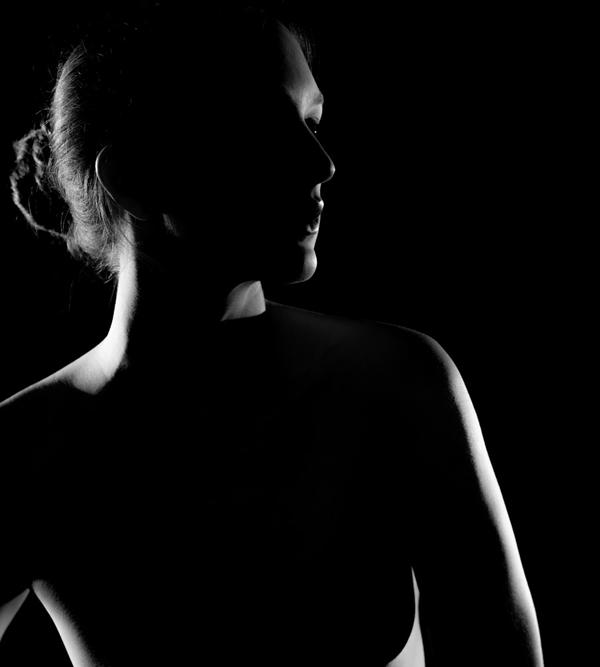 黑白人像吸引眼球 明暗对比营造完美肖像照_摄影师与