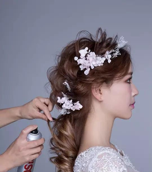 浪漫甜美的新娘打造发型编发仙女级教程(2)_烫发个化做要多久图片