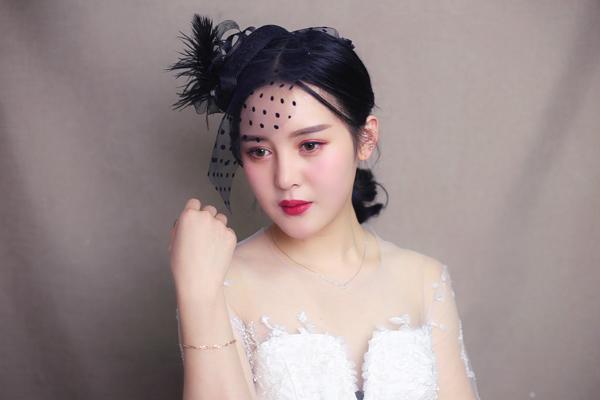 灿若桃花的新娘妆容 演绎清新复古的隽永小调