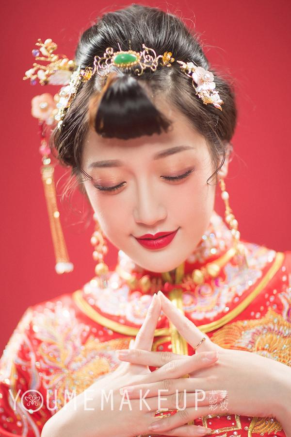 俏皮可爱的中式新娘造型