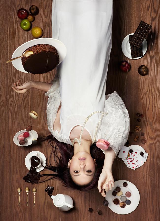 明星演绎时尚巧克力平面广告图片