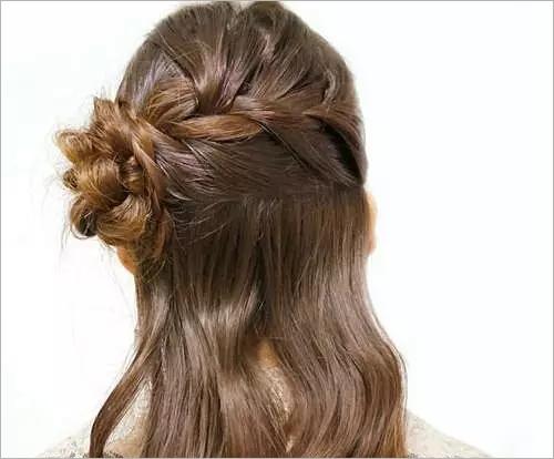 精致浪漫的伴娘编发发型教程 让美丽不平凡图片