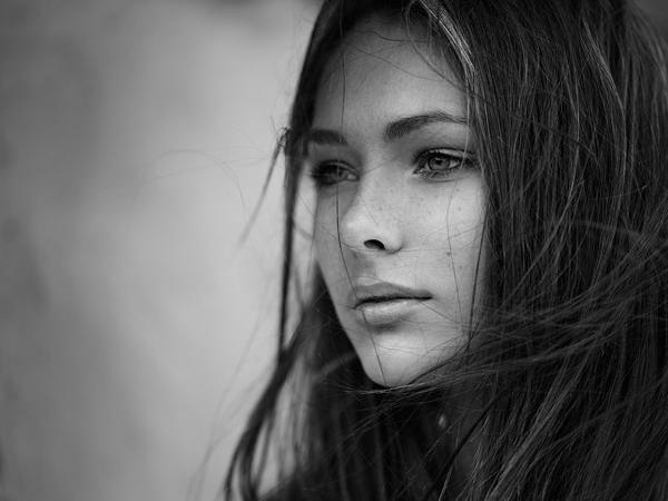 广州爱摄影培训-黑白人像摄影欣赏 妩媚性感的女神照