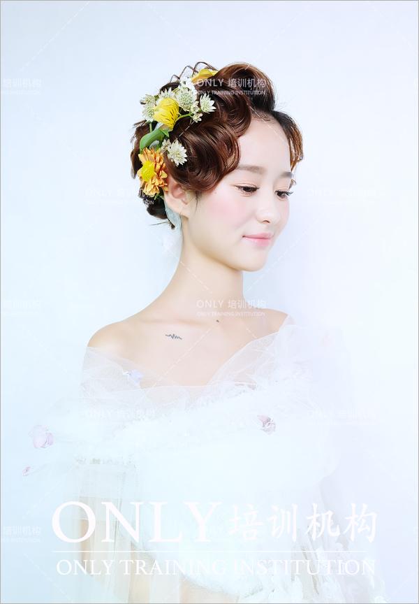 韩式鲜花新娘发型 演绎春日小清新图片