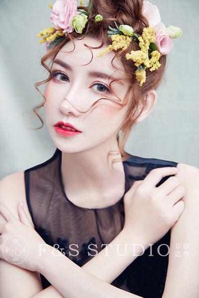 仙美灵动的鲜花新娘造型_妆面赏析_影楼化妆_黑光网图片