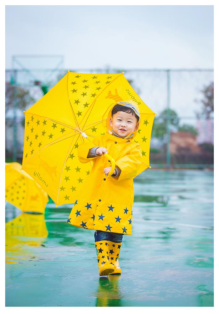 下雨天的篮球场图片