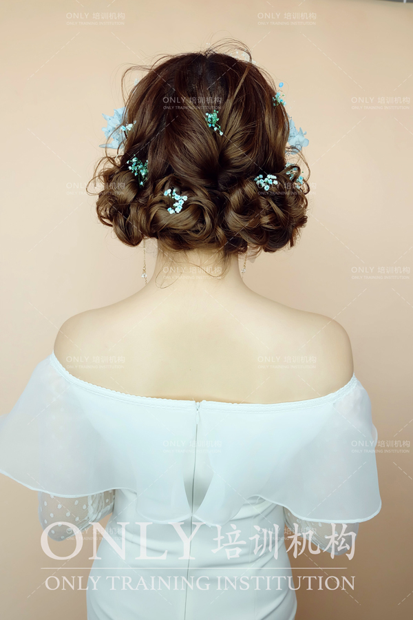空气感新娘抽丝造型 灵动而又唯美