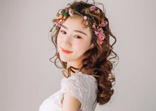 元气动人的妆容 打造出乖巧甜美春日新娘
