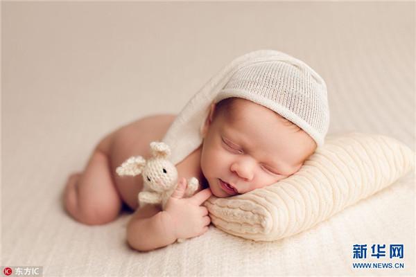 女摄影师拍婴儿酣睡 娇憨可爱如天使