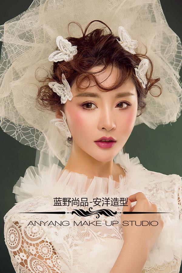 2017最新新娘头纱造型 复古气质婉约动人_妆面赏析