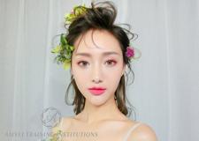 精致甜美的妆容 打造春日唯美浪漫的新娘