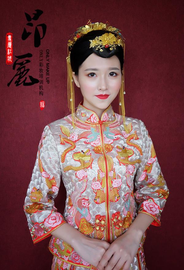秀禾服新娘造型 尽显东方女性美感