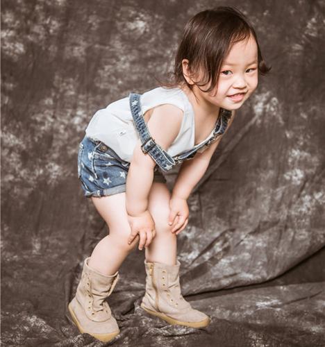 搞怪女孩 儿童摄影