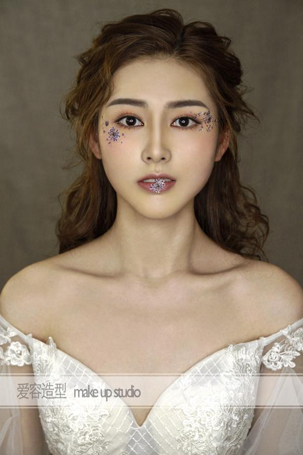 贴花儿面妆 展现不一样的新娘妆容图片