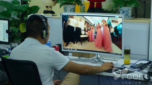 传统婚礼拍摄都out了,你们需要的是一场VR婚礼
