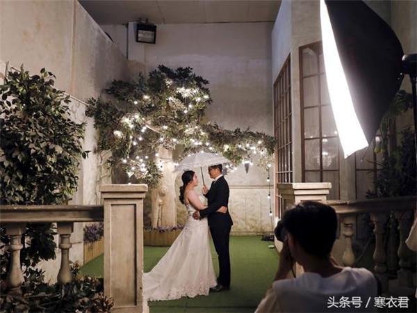 国外媒体眼中的中国式婚纱照 荒诞又真实