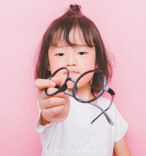 吃可爱长大的小女孩 儿童摄影