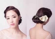 优雅复古风新娘发型教程 展现出自然简约的造型效果