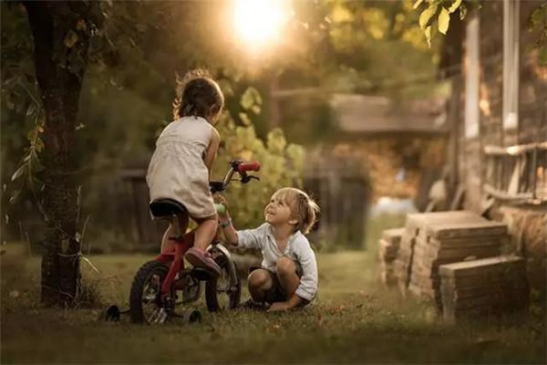 """波兰儿童摄影师用镜头,把童年""""写进小说"""""""